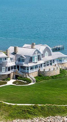 Colorful & Creative Home Ideas? 🌟 Living R… Bunte & kreative Wohnideen? Beach Cottage Style, Beach House Decor, Dream Beach Houses, Dream House Exterior, Hamptons House, Waterfront Homes, Coastal Homes, Beach Homes, Beach Cottages