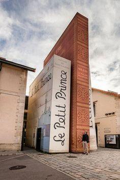 法国南部Aix en Provence的一间设计独特的书店。左一是《小王子》!