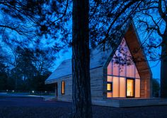 Invisible Studio uses felled tree specimen for arboretum buildings in Gloucestershire