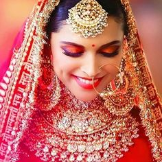 Today Jewellery is the most important element of a Bridal Makeover. With Bollywood Celebs adorning those luxurious pieces either in movies like Padmavat and Kalank, seriously the Bridal Jewellery Shopping is one of the major task in the checklist. Indian Bridal Outfits, Indian Bridal Makeup, Indian Bridal Fashion, Bridal Dresses, Indian Dresses, Bridal Makeup Looks, Bridal Looks, Bridal Style, Bridal Makup