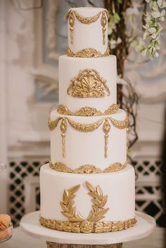 Chic white and gold baroque wedding cake.....      ᘡղbᘠ
