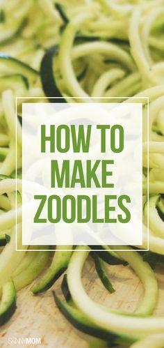 """A palavra """"zoodles"""" é a fusão entre zucchini (termo italiano) e noodle (termo inglês). Os """"zoodles"""" são nada mais e nada menos do que legumes em espiral, isto é, escolha um legume como a cenoura, a curgete, o pepino ou a beterraba e corte-o em tiras finas a simular o espaguete."""