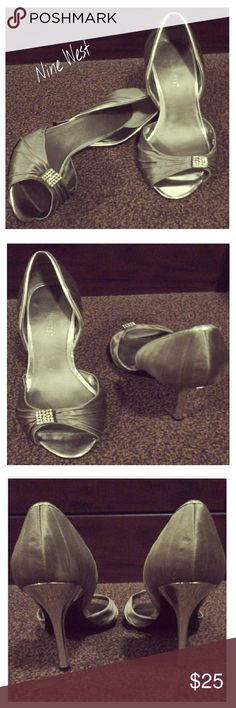 ◇◆◇ONE HOUR SALE◇◆◇ Nine West Dress Heels 2 1/2 inch heels, pre-worn but in excellent condition/ Without box. Silver gray with chrome silver accents and chrome heel / Rhinestone accent on toe strap. Nine West Shoes Heels