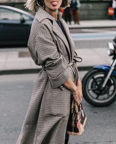 101 Best Winter and Fall Street Style Inspiration - Fashiotopia Street Style Chic, Autumn Street Style, Mode Outfits, Fashion Outfits, Fashion Trends, Style Fashion, Fashion Weeks, Elegante Y Chic, Foto Fashion