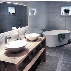 """1,380 likerklikk, 23 kommentarer – Natalie Giske Skrede (@ngs.funkis) på Instagram: """"➕Bathroom inspo➕ Første ut i min SFS er søte @nordisk.home 🖤 Oppdaget kontoen hennes for ikke så…"""" Dere, Double Vanity, Architecture, Bathroom Ideas, Instagram Posts, Design, Full Bath, Bathing, Arquitetura"""