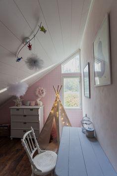 Saa kurkistaa blogi: Lastenhuoneen päivitys  http://saakurkistaa.blogspot.fi/2014/09/lastenhuoneen-paivitys.html