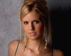 Maggie Grace She played Irina in The Twilight Saga Maggie Grace, Stretch Mark Cream, Skin Tag, Young Actresses, Warts, Glamour Photography, Popular Hairstyles, Hollywood Celebrities, Blake Lively