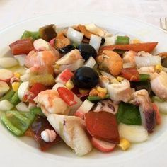 Salpicón de marisco. Receta fácil y ligera - #de #facil #ligera #marisco #Receta #Salpicón #y Fruit Salad, Cobb Salad, Diy Shops, Salads, Cooking, Recipes, Pollo Kfc, Food, Sewing