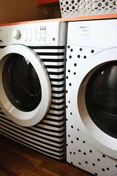 Stickers utilisés pour décorer une machine à laver / sèche linge.