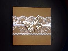 Partecipazione in pizzo con farfalla realizzata a mano da Antonella Amato Wedding Planner Milano Amiche della Sposa