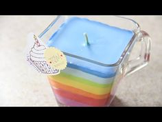 Como hacer Velas arcoiris con crayolas | Craftingeek - YouTube