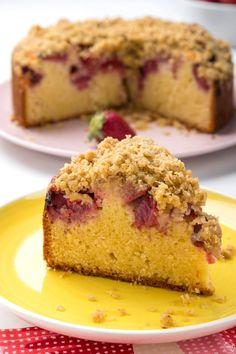 Εύκολο κέικ λεμονιού με φράουλες & crumble (VIDEO) - madameginger.com Yummy Treats, Yummy Food, Greek Sweets, Strawberry Recipes, Dessert Recipes, Desserts, Yummy Cakes, Cupcake Cakes, Cupcakes