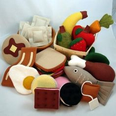 Sewing For Kids Felt food for kids - play kitchen Felt Diy, Felt Crafts, Diy For Kids, Crafts For Kids, Kids Fun, Felt Play Food, Food Patterns, Fabric Toys, Homemade Toys