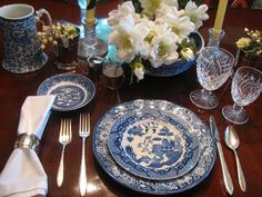 blue transferware table settings - Blue Willow pattern