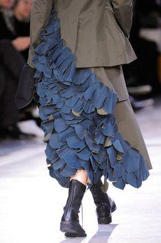 Yohji Yamamoto Fall 2014/bare legs + heavy boots + long heavy skirt