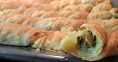 Αγαπημένη πίτα, νηστίσιμη ή όχι είναι στη διάθεση του καθενός με τυρί ή χωρίς!!!  Τα φύλλα είναι τόσο τραγανά και νόστιμα αξίζ... Pita Recipes, Greek Recipes, Cooking Recipes, Healthy Recipes, Greek Pita, Eat Greek, Greek Cooking, Spanakopita, Sushi