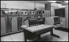 Early computers...The transistor-based UNIVAC 1108 supported up to three CPUs and up to 262,144 36-bit words of memory (more than 1 mb).
