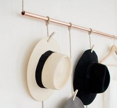 I collect hats like some women collect shoes. And thought that this DIY hanging copper hat rack would be the perfect as a storage hack! Hanging Hats, Diy Hanging, Diy Hat Rack, Hat Hanger, Wall Hat Racks, Hat Display, Display Ideas, Hat Storage, Ideias Diy