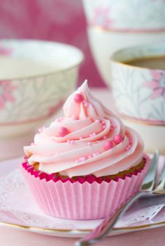 Cupcake rose  Cupcake alla rosa  www.tortealcioccolato.com