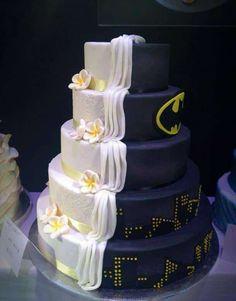10 gâteaux de mariage version « moitié elle et moitié lui » pour les mariés qui n'arrivent pas à se décider ! #batman