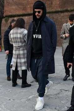 men's street style outfits for cool guys Street Style Outfits Men, Look Street Style, Street Styles, Mens Style Guide, Men Style Tips, Mens Trends, Designer Clothes For Men, Designer Clothing, Men Looks