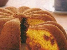 Que tal fazer um bolo fofinho e macio de fubá? Perfeito para o lanche da tarde, esse Bolo de Fubá ainda tem recheio cremoso de goiabada!  #bolodefubá #bolo #cake #goiabada