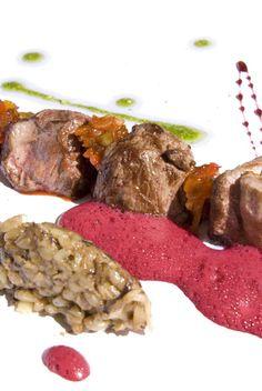 Receta: Cordero con risotto de trigo mote, reducción de Malbec y aire de achiote     Por Sergio Latorre, chef del restaurante de Manantial del Silencio, Purmamarca, Jujuy     Que la disfruten >>> http://fondodeolla.com/receta-cordero-con-risotto-de-trigo-mote-reduccion-de-malbec-y-aire-de-achiote/