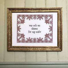 10 träffsäkra broderier för få dig att skratta! Cross Stitch Embroidery, Cross Stitch Patterns, Bra Hacks, Knit Crochet, Quilts, Knitting, Sewing, Words, Creative
