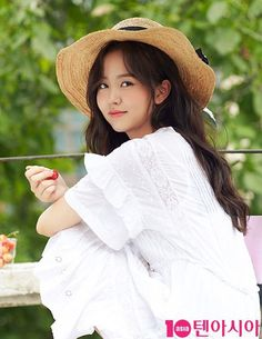 Now, this looks exactly like Kim So Hyun, SO PRETTY! She covers the September issue of 10 Plus Star, check it out! Child Actresses, Korean Actresses, Asian Actors, Korean Actors, Bring It On Ghost, Kim So Hyun Fashion, Bollywood Bridal, Kim Sohyun, Star Magazine