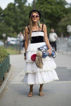 Pin for Later: Warum in die Ferne schweifen, wenn die Inspiration direkt vor der Haustüre liegt Street Style Paris Haute Couture Week