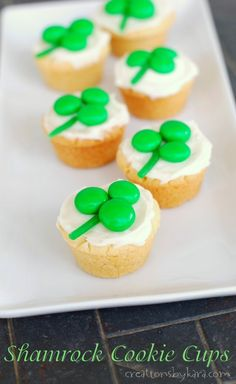 Cute Shamrock Cookie Cups are perfect for any St. patricks day treats from leprechaun Shamrock cookie cups St Patricks Day Cupcake, St Patricks Day Food, St Patricks Day Deserts, St Patricks Day Snacks For School, Sugar Cookie Recipe Easy, Easy Sugar Cookies, Spritz Cookies, Holiday Treats, Holiday Recipes