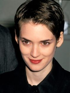 Pixie cut shows the beautiful face! Winona Ryder, Short Pixie, Short Hair Cuts, Short Hair Styles, Pixie Cut, Pixie Hairstyles, Cool Hairstyles, Pixie Haircuts, 2018 Haircuts