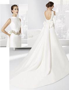 Vestido de novia línea clásica confeccionado en falla.