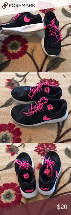 Youth Nike Rosh Run Black and hot pink. Great used condition size 2.5 youth Nike Shoes Sneakers