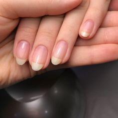 Installation of acrylic or gel nails - My Nails Natural Nail Shapes, Long Natural Nails, Natural Almond Nails, Diy Nails, Cute Nails, Pretty Nails, Design Ongles Courts, Nail Polish, Manicure Y Pedicure