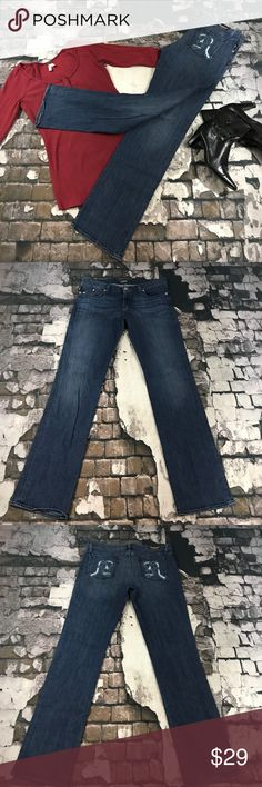 Rock & Republic Stella size 32 jeans Size 32 Rock & Republic Stella jeans in great used condition. Inseam approximately 33 1/3. Rise approximately 9 1/4. Flat lay waist approximately 18. Five pocket with single button and zipper closure.           (196) Rock & Republic Jeans