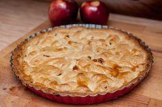 Duża ilość jabłek i zapach cynamonu podczas pieczenia:) To angielska wersja szarlotki, bez zapiekania jabłek i podpiekania spodu.    ...
