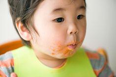 離乳食後期、ママも離乳食作りにすっかり慣れ、目新しいレシピはないかな…と頭を悩ませる頃ではないでしょうか。そんな頃に始まる赤ちゃんの手づかみ食べ。 枝豆や野菜スティックだけでなく、アイディアいっぱいの手づかみレシピで赤ちゃんの五感をどんどん刺激してください!多くのママたちが実際に作り、赤ちゃんが喜んだ!と定評のあ