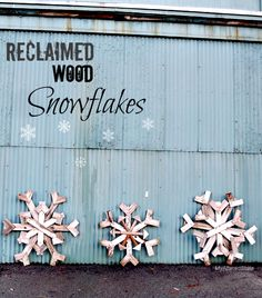 DIY Reclaimed Wood Snowflakes Project / Make these rustic snowflakes using pallets or scrap wood / Paint or stain to suit / DIY Outdoor Winter Decor Christmas Love, Country Christmas, Winter Christmas, All Things Christmas, Christmas Ideas, Outdoor Christmas, Xmas, Christmas Projects, Holiday Crafts