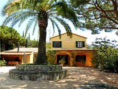 Casa en Cabrils, con encanto mediterráneo. Mansión con el encanto del estilo… Wall Art, House Styles, Home Decor, Home, Big Front Porches, Ocean Views, Urban, Plants, Style