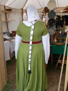 """Hispano-Flemish Clothing - """"This view shows more of the cofia y tranzando, AKA my stunt hair."""""""