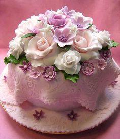 .Bolo com rosas, vintage e romântico!