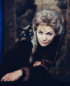 """Kim Novak and Pyewacket in """"Bell, Book and Candle"""" (1958)"""
