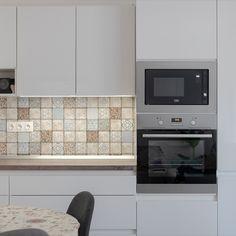 Letisztult design, minimál stílusú konyhabútor tükörfényű akril ajtókkal, modern vasalatokkal. Decor, Cabinet, Appliances, Kitchen, Kitchen Appliances, Home Decor, Kitchen Cabinets