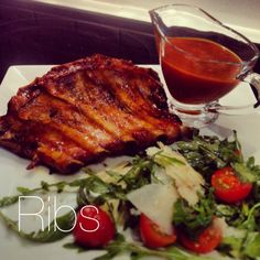 Ribs and barbecue sauce with rucula and parmesan salad