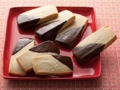 Shortbread Cookies recipe from Ina Garten via Food Network easy cookie recipes Shortbread Recipes, Shortbread Cookies, Cookies Et Biscuits, Cookie Recipes, Dessert Recipes, Homemade Shortbread, Fruitcake Cookies, Lavender Shortbread, Jar Recipes