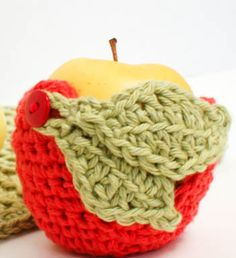 Fun and functional! Crochet up this cute little apple cozy to keep your apples from getting bruised while bouncing around in briefcases and backbacks. #crochet #pattern #cozy ✿Teresa Restegui http://www.pinterest.com/teretegui/✿