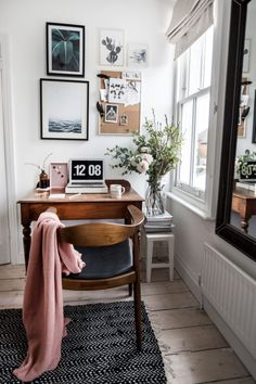 Home Office Decor Mesa Home Office, Home Office Desks, Cute Dorm Rooms, Cool Rooms, Home Office Organization, Office Decor, Office Ideas, Cozy Office, Small Office