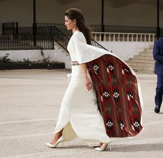 Very elegant Queen Rania. I love the inside fabric of her dress!!!