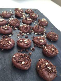 Ca 20 mini bites. 65 g fibersirup35 g proteinpulver med chokolade og hasselnød40 g proteinella …